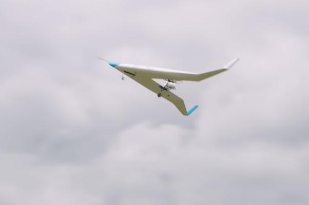 翼の中に客席があるV字型旅客機のプロトタイプ、初めての試験飛行に成功