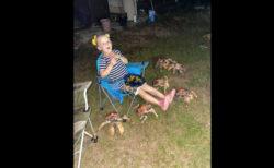 家族のバーベキューパーティーが、カニの大群に襲われた【オーストラリア】