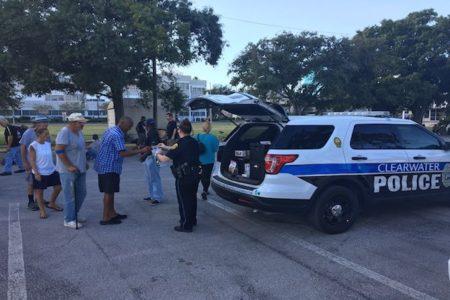 警察が奪回した盗難品は大量のドーナツ、お礼に店から寄付されてホームレスに配る