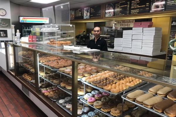 客たちがドーナツをまとめ買い、店を早仕舞いさせる理由が温かい