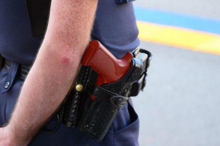 米の警察官が、精神的に混乱したアスペルガー症候群の少年に発砲