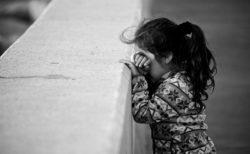 トランプ大統領の政策により、親から引き裂かれて再会できていない子は545人