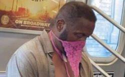 地下鉄で奇妙なマスクをする人々、インスタに投稿された姿がユニークすぎる