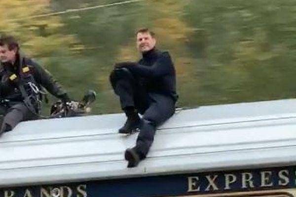 動く列車の上にいる人々を撮影していたら、その中にトム・クルーズがいた!