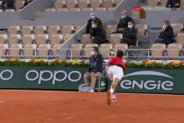 【全仏オープン】ジョコビッチ選手が、再びライン審判にボールを当ててしまう