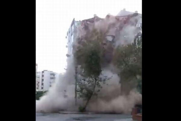 トルコ・ギリシャでM7.0の地震、建物が倒壊し津波も発生【複数動画】