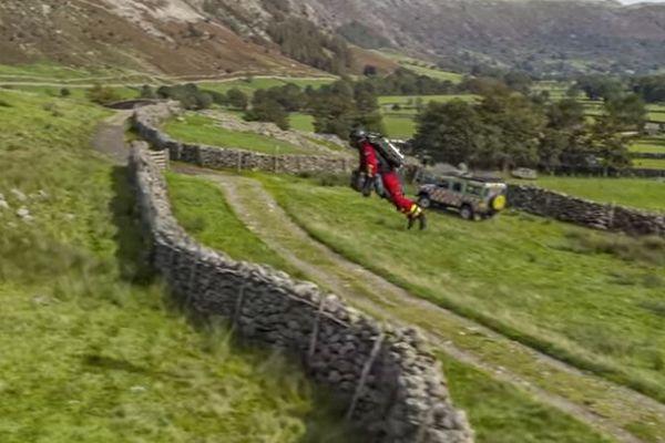 ジェットスーツで山岳救助のテスト飛行を実施、救急医療に役立つ可能性