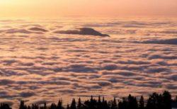 果てしなく広がる雲海、米で撮影された動画が美しい