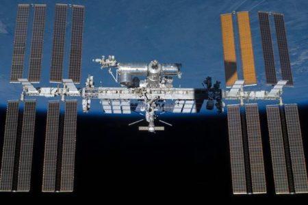国際宇宙ステーションの空気漏れ、原因の穴はドリルで開けられた?