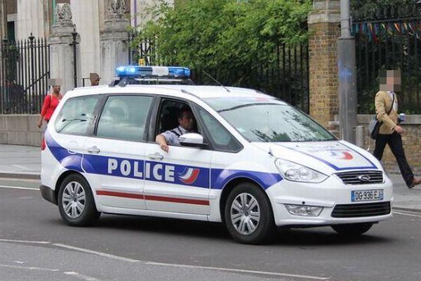 フランスで教師が首を切断され死亡、授業でムハンマドの風刺画を使用