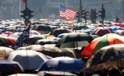 香港の活動家3人が亡命を計画か、米領事館の近くで逮捕される