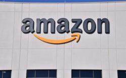 パンデミック中も稼働し続けた米「アマゾン」、従業員2万人が新型コロナに感染
