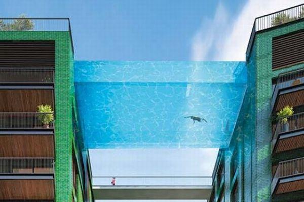 地上35mのビルに架けられる透明なプール、ロンドンでまもなく完成