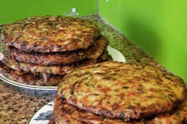 ベトナムの珍味「イトメ」のオムレツは今が旬