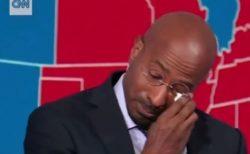 バイデン氏勝利を伝えるCNNの番組中に、コメンテーターが感極まり涙