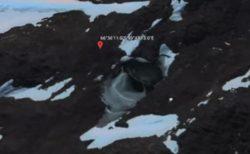 南極に不思議な穴、グーグルアースで発見した人物が人工物と主張