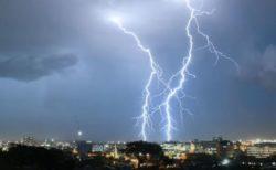 恐ろしいけれど美しい、オーストラリアで撮影された稲妻の映像がすごい!