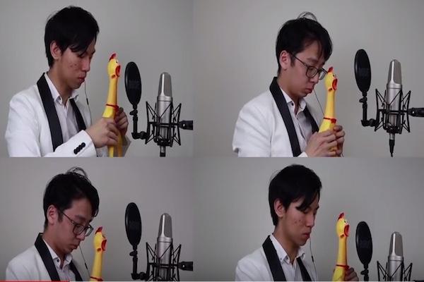 プロミュージシャンがニワトリのおもちゃで演奏する結婚行進曲に、感心しつつ笑う