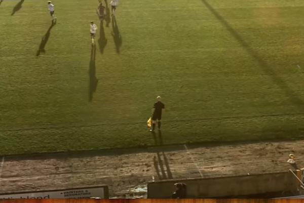 AI装備の最先端カメラが、サッカーボールと間違えて審判のはげ頭ばかり追う