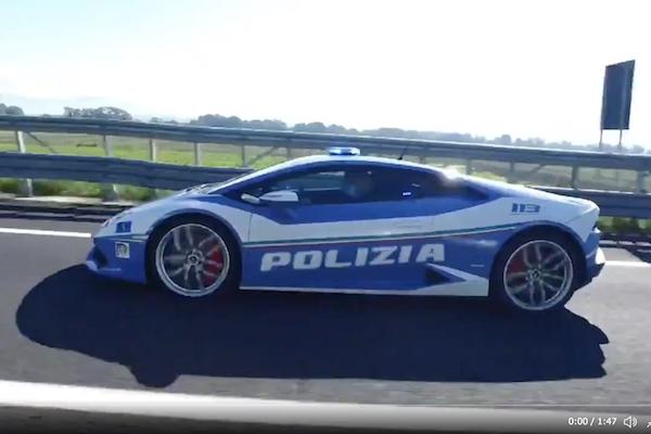 イタリア警察が移植臓器を届けるためにランボルギーニで時速230km