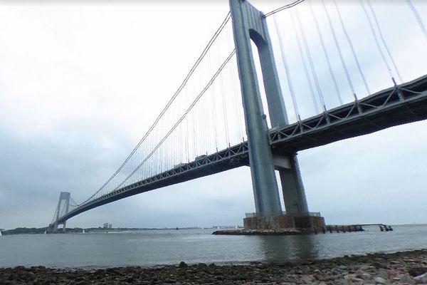 強風に煽られるニューヨークの橋、波のように大きくうねる動画にびっくり