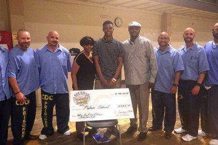 終身刑の囚人が窮困学生のためにお金を出し合い、300万円を寄付