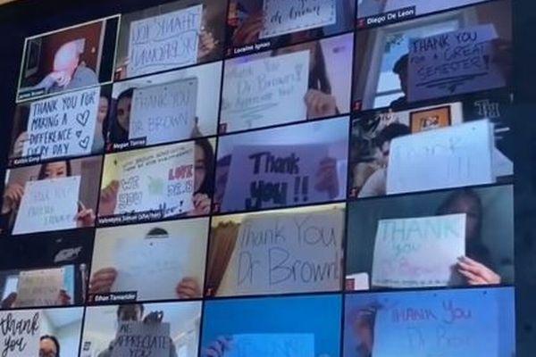 「先生ありがとう!」大学生がZOOMで一斉にメッセージ、教授も涙を拭う