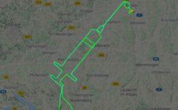 ドイツ人パイロット、新型コロナワクチンの接種開始を祝い、注射器の航跡を描く