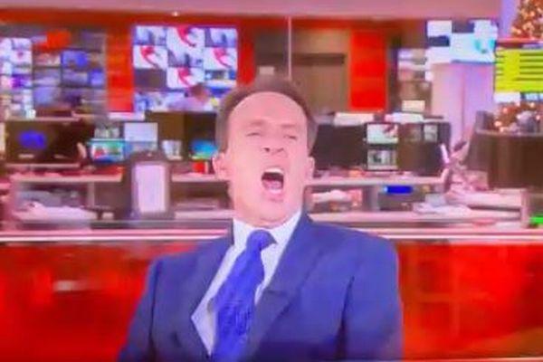 BBCのジャーナリストが生放送中に大きなあくび、その後ツイッターで謝罪