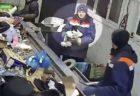 ロシアのゴミ処理施設で子猫を救出、袋に入れられ危うく機械の中へ
