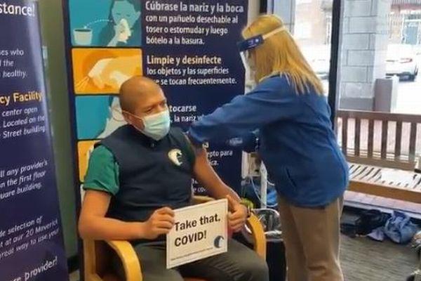 「モデルナ」の新型コロナ・ワクチン、承認後に全米各地で接種を開始