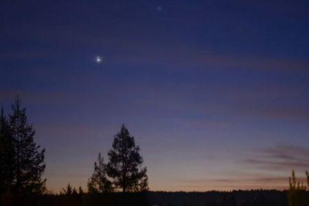 木星と土星の「大接近」、冬至の夜空を捉えた動画や写真