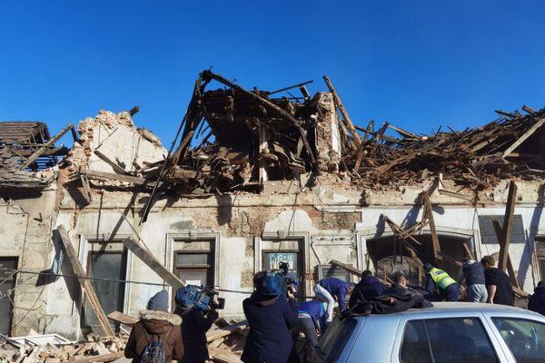 クロアチアでM6.4の地震が発生、6人が死亡、揺れの強さを物語る動画