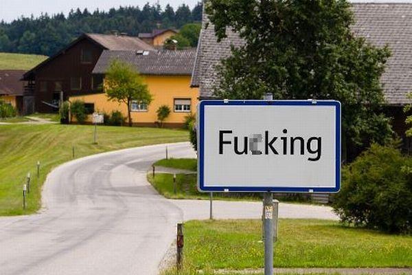 オーストリアの村「F○cking」が改名、住民も冷かされるのに飽き飽き