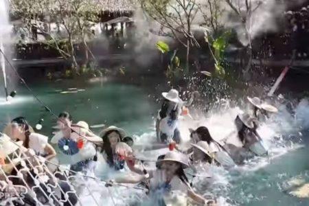タイの美人コンテストで撮影中に橋が崩壊、候補者の女性らが池に落下