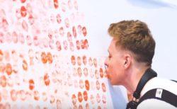 ロンドンLGBTフェスの旗は、6000人の唇で作られた