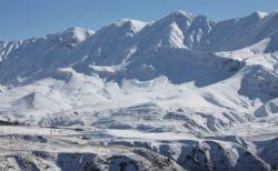 イランの山で猛烈な吹雪や雪崩が発生、10人が死亡、行方不明者も