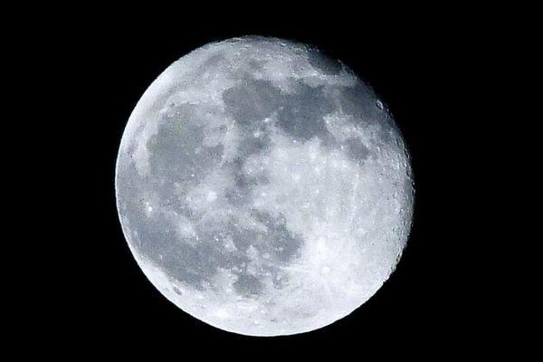 月からサンプルを持ち帰る事業、NASAがわずか1ドルで民間企業と契約