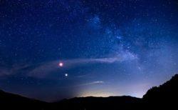 冬至の夜空で木星と土星が接近、800年の時を越えた現象が起きる