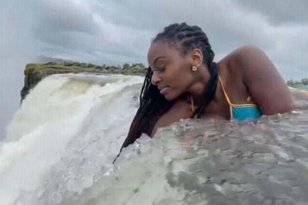 超危険!巨大な滝の上から撮影した女性の動画が怖すぎる