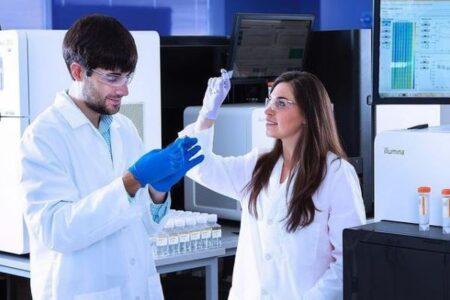 新型コロナの治療薬、抗体カクテルが英や南ア由来の変異種にも効果か