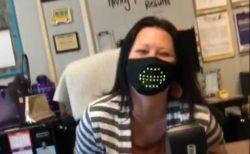 声に反応し口の形を表すLEDマスク、着用した女性も自らの姿に大爆笑