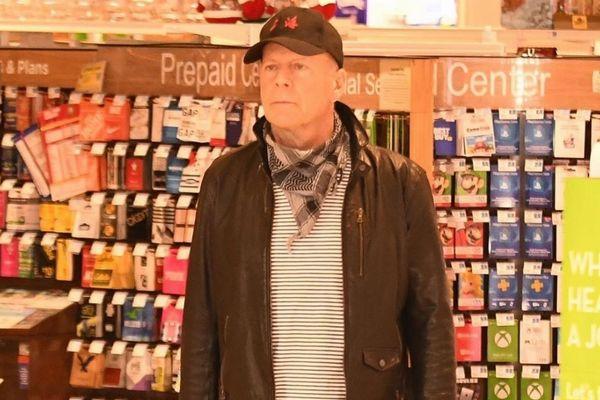 ブルース・ウィリスがマスクを着用せず、薬局店から追い出されたか?