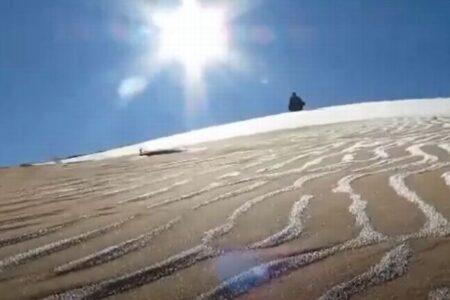 サハラ砂漠に降る雪、地上に美しい模様を描く
