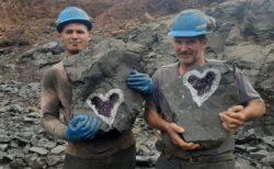 珍しいハート形のアメジストジオードが掘り出された【ウルグアイ】
