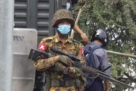 ミャンマーの治安部隊が容赦なく実弾を使用、デモ参加者2人が死亡
