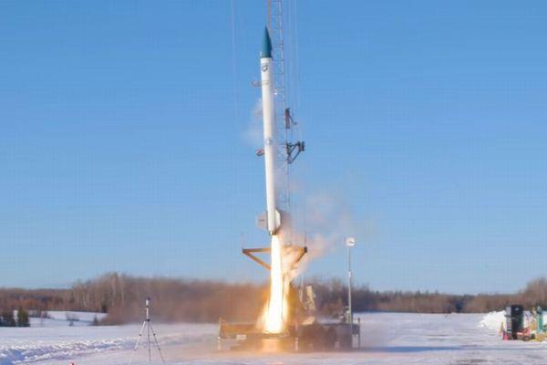 世界初、バイオ燃料を使った実験ロケットの打ち上げに成功