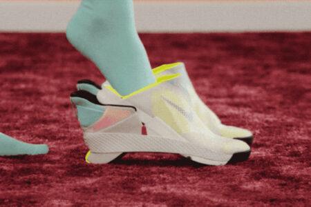 NIKEから手を使わずに履くスニーカー登場、脳性麻痺患者の手紙がきっかけ