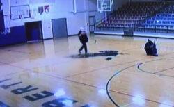 無人の体育館、掃除しながらハーフコートシュートを無造作にキメる用務員さんがかっこいい