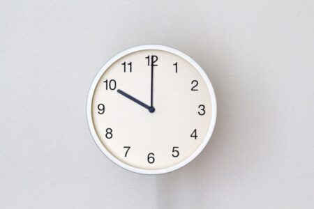 アナログ時計が読めない子供が急増、イギリスの学校がデジタルに移行